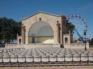 LeClaire Park - Image: W.D. Petersen Memorial Music Pavilion Davenport 01