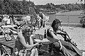 WK 74, Nederlands elftal in Hiltrup met vrouwen Israel en vrouw, Bestanddeelnr 927-2787.jpg