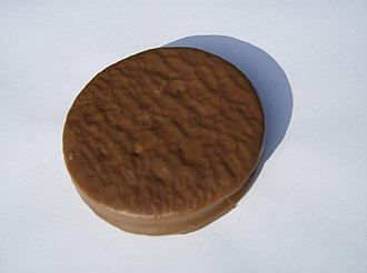 Moon pie - Wagon Wheels are similar to moon pies and are found in the United Kingdom, Australia, and Canada