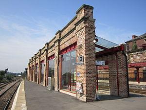 Wakefield Kirkgate railway station - Wakefield Kirkgate platform, 2013