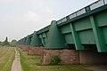 Wasserstraßenkreuz Minden Neue Brücke seitlich (2009).jpg