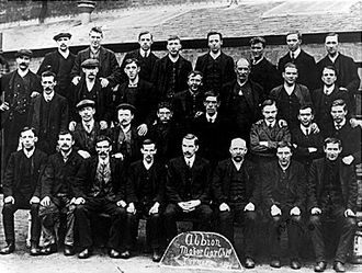 Albion Motors - Workers at Albion Motors in 1911