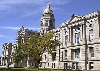 Wyoming State Capitol - The facade as it was extended during 1915 with the House and Senate chambers in the end pavilions