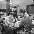Zesde Internationale Damesschaaktoernooi. Mevrouw Heemskerk en mevrouw Jovanovic, Bestanddeelnr 913-0314.jpg