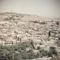 Zicht op Jeruzalem met de oude stad, met links de Rotskoepel en de Olijfberg en , Bestanddeelnr 255-9775.jpg