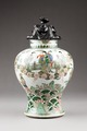 Östasiatisk keramik. Urna med lock.Qing dynastin, Kangxi - Hallwylska museet - 95938.tif
