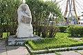 Бюст А.П. Бондина и могила писателя (Свердловская область, Нижний Тагил).jpg