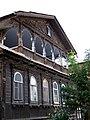 Деревянный особняк на улице Гилянской, фрагмент.jpg