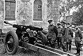 Командующий Ленинградским фронтом Л.А. Говоров осматривает трофеи.jpg