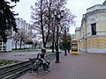 Памятник Евгению Евстигнееву около Нижегородского театра драмы - panoramio.jpg