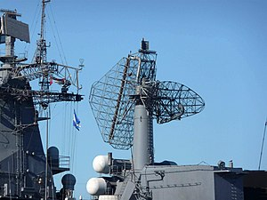 РЛК MP-800 на ракетном крейсере «Варяг», Владивосток, 2011-07-05.JPG