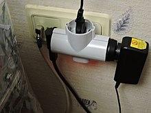 4d263c8aafa3 Электротройник типа Schuko с выключателем (виден горящий индикатор)