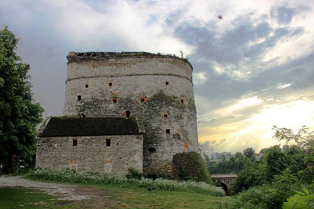 Семиповерхова башта, Кам'янець-Подільський. Автор фото — Сарапулов, ліцензія CC-BY-SA-4.0