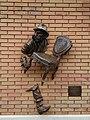 Скульптура героя роману «Дванадцять стільців» Кіси Вороб'янінова на вулиці Ярослава Мудрого в Харкові.jpg