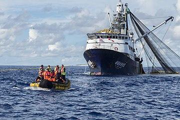 圍網作業漁船.jpg
