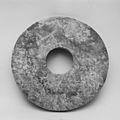 新石器時代良渚文化 玉璧-Ritual Object (Bi) MET 36902.jpg