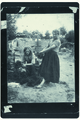 0092-Twee bezembindsters-Nationale Tentoonstelling van Vrouwenarbeid 1898.tif