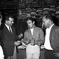 01.07.59 Papillon Lacaze signe à Toulouse (1959) - 53Fi528.jpg