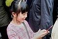01.29 小朋友開心地接下總統發送的福袋 (31739389194).jpg