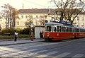 098L36191182 Nepomuk Berger Platz, Blick stadteinwärts Strassenbahn Linie J, Typ L 570.jpg