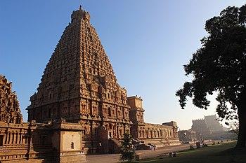 Поглед на храм Танџавур брихадисвара при изласку сунца (пуна величина: 5.184×3.456 *)