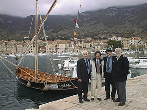 Falkuša - Falkuša Comeza-Lisboa with its crew and owners in Komiža, December 7, 2003