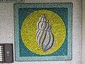 1210 Langfeldgasse 16 - Stg 36 - Großfeldsiedlung - Hauszeichen-Mosaik Schnecke (1) von Gerhard Wind IMG 3426.jpg