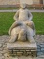 1210 Voltagasse 55 Hof - Natursteinplastik Mädchen auf einer Schildkröte von Oskar Bottoli 1954 IMG 6963.jpg