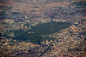 Aerial photography over central Berlin with the Tiergarten 16-07-04-Abflug-Berlin-DSC 0122.jpg