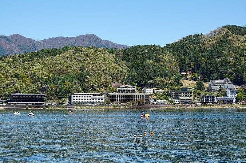 File:170505 Lake Kawaguchi Japan11s3.jpg