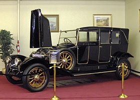 1922 Renault Model 40 Kellner Town Car.JPG