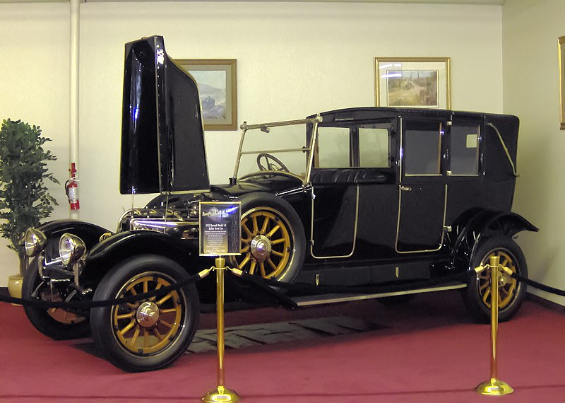 800px-1922_Renault_Model_40_Kellner_Town_Car.JPG