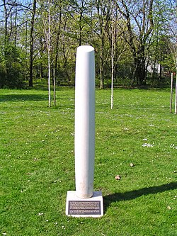 2004-04-15-bonn-kaiser-karl-ring-20-lvr-klinik-garten-der-erinnerung-02.jpg