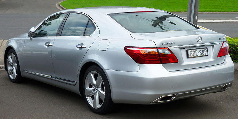File:2010-2011 Lexus LS 460 (USF40R MY10) sedan (2011-04 ...