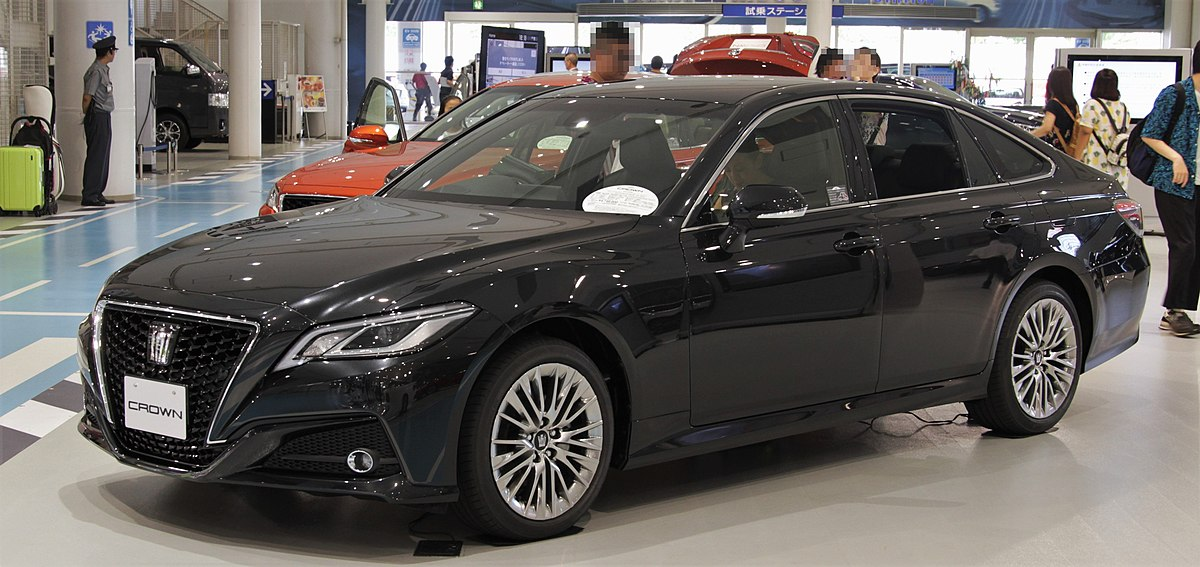 toyota crown hybrid 204