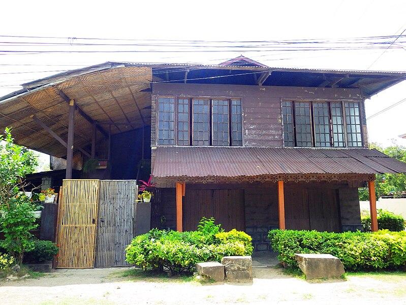 Escueta House, Pila Heritage Site
