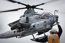 Quel futur hélicoptère d'attaque pour les FRA? - Page 8 220px-AH-1Z_lands_on_USS_Makin_Island_LHD-8