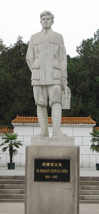Dwarkanath Kotnis - Image: A statue of Dwarkanath Kotnis