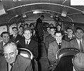 Aankomst elftal van Chelsea, in de bus, Bestanddeelnr 907-1266.jpg
