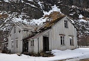 Gimsøya - Image: Abandoned house in Gimsøysand, Gimsøy Island, Lofoten, Norway