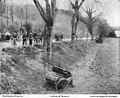 Accident voiture(1) Parisienne & Landry et Beyroux at Course de Perigueux 1 May 1898.jpg