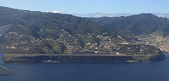 Madeira Airport - Approach to Madeira Airport, view of the supported half of the runway
