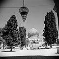 Al Haram esh-Sharif - Tempelberg. Rotskoepel of Qubbet es-Sakhra met poort die t, Bestanddeelnr 255-5446.jpg