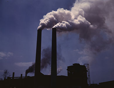 Air pollution from a coking oven. AlfedPalmersmokestacks.jpg