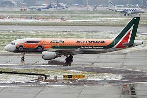 Alitalia (Jeep Renegade Livery), EI-DSW, Airbus A320-216 (27832499604) (2).jpg