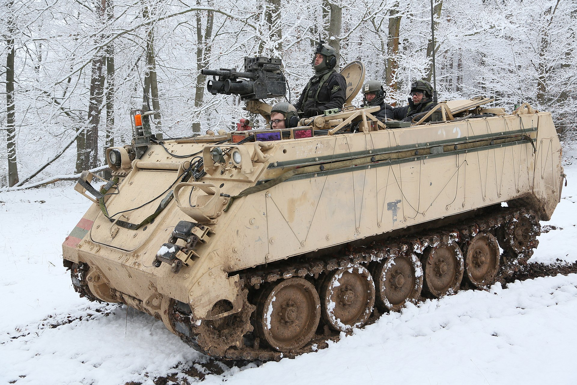 Michigan Jordan Gear >> M113 armored personnel carrier - Wikipedia