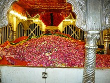 An original view of Laal Shahbaz Qalandar on 29-04-2012.JPG
