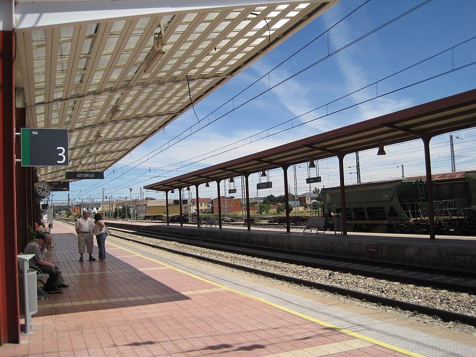 Andenes en la estación de Astorga