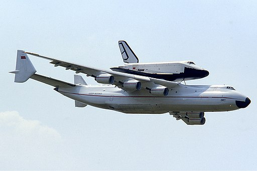 Antonov An-225 with Buran at Le Bourget 1989 Manteufel