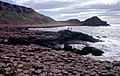 Antrim-Giant's Causeway-12-Saeulenstuempfe-Meer-1989-gje.jpg